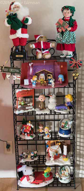 Holiday shelf by susie glennan www.thebusywoman.com